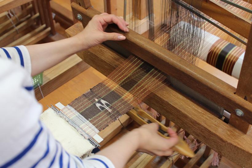日本の「紬」の源は「久米島」にあった!久米島紬の素朴で温かい風合いに触れ、原点回帰。
